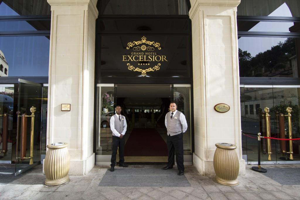 hotel-entrance